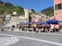 Vernazza - View on the restaurant near the sea, 4320x3240, 1.98 MB