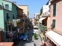Manarola - Street from the train station to the sea, 4320x3240, 1.64 MB