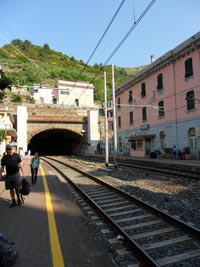 Riomaggiore - Train station, 3240x4320, 1.76 MB
